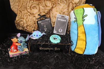 Dreamers-Box / Disney Subscription Box Photo 2